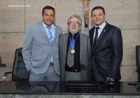 Câmara outorga medalha de honra ao mérito a Marcos Antônio Galindo
