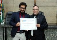 Docente é agraciado com título de cidadania Caruaruense