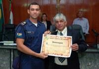 Gilberto de Dora presta homenagens aos guardas municipais