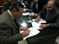 Jadiel assina documento que pede investigação sobre má conduta de agentes da Destra