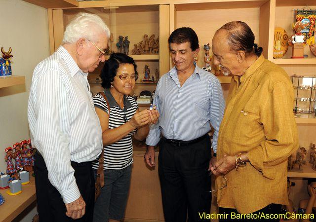 Leonardo e Anastácio recepcionam Luiz Vieira no Alto do Moura