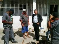 Lula Tôrres acompanha serviços de reparo de tubulação em Peladas