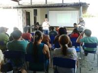 Lula Tôrres participa de plenária na Vila Peladas