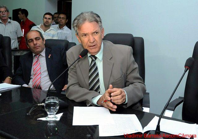 Lula Tôrres solicita implantação de coletores seletivos