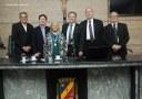 """Maria do Bolo recebe medalha """"Compositor Onildo Almeida"""" na Câmara de Caruaru"""