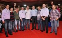 Prefeito José Queiroz visita camarote da Câmara Municipal
