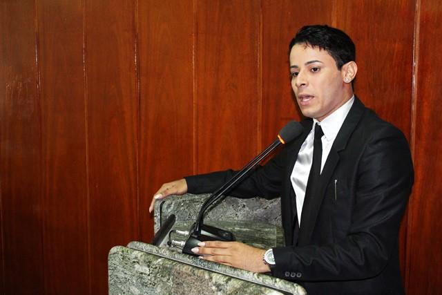 Prefeito perde prazo para sancionar o Dia Municipal de Luta pela Educação