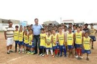 Rozael comemora domingo de inclusão com escolinha de futebol