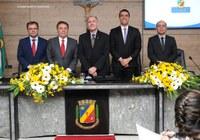 Marcus Belarmino recebe cidadania caruaruense durante solenidade na Câmara