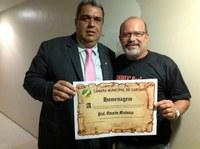 Vereador Neto cobra melhoria salarial para os professores contratados